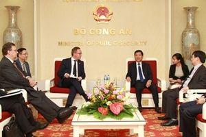 Thứ trưởng Nguyễn Văn Sơn tiếp Bộ trưởng Bộ Kinh tế Phần Lan
