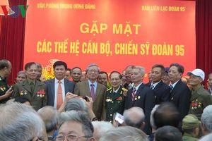 Ông Trần Quốc Vượng gặp mặt các thế hệ cán bộ, chiến sỹ Đoàn 95