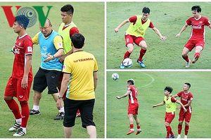Thầy Park 'giữ chân' học trò trước chuyến sang Hàn Quốc tập huấn