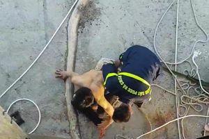 Nam thanh niên đu dây cáp, cố thủ trên cầu Thuận Phước ở Đà Nẵng