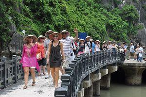 Khách quốc tế đến Việt Nam tăng mạnh trong 9 tháng đầu năm nay