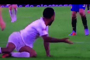 Ramos tung clip tố Sterling ăn vạ thô thiển