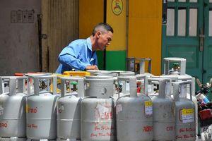 Nhân viên bán gas 'chạy sô' hơn cả nghệ sĩ?