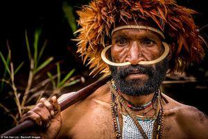 Kinh ngạc những bộ tộc săn đầu người cuối cùng trên trái đất