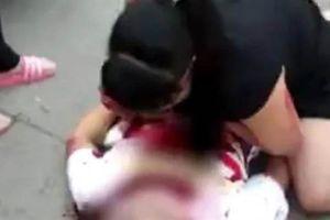 Trung Quốc: Con trai bỏ mạng vì cứu mẹ khỏi tên cướp táo tợn