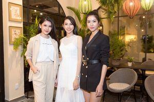 Nguyễn Thúc Thùy Tiên học hỏi 'đàn chị' trước ngày tham dự Hoa hậu Quốc tế 2018