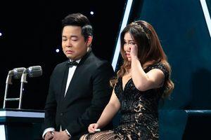 Minh Tuyết - Quang Lê ôm nhau khóc trên 'ghế nóng'