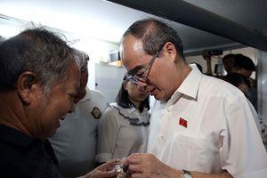 Bí thư Nguyễn Thiện Nhân thăm nhà người dân liên quan đến dự án Thủ Thiêm