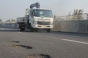 Cao tốc Đà Nẵng – Quảng Ngãi: Liệu có cái 'bắt tay ngầm' để rút ruột công trình?