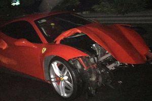 Vụ xe Ferrari của ca sĩ Tuấn Hưng nát đầu: Trên xe có Tuấn Hưng