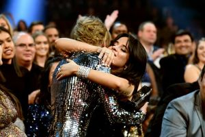 Fan 'lên thuyền' đi thôi - Camila Cabello nguyện 'là fan suốt đời của Taylor Swift'!