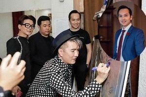 Doanh nhân đề nghị ca sĩ Đàm Vĩnh Hưng kí tên vào tranh quý là người nổi tiếng trong kinh doanh đa cấp