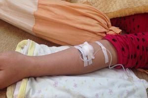 Vụ cháu bé 2 tuổi tử vong ở phòng khám tư: Tự ý truyền dịch có thể gây sốc phản vệ
