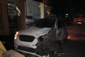 Hà Nội: Xe cứu thương gặp nạn trong lúc chở bệnh nhân đi cấp cứu