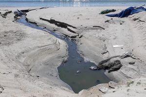 Tái diễn nước thải đen ngòm đổ ra vịnh Nha Trang