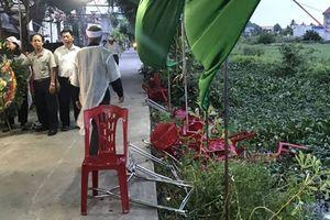 Ô tô tông trúng đám tang khiến 8 người bị thương rồi bỏ chạy
