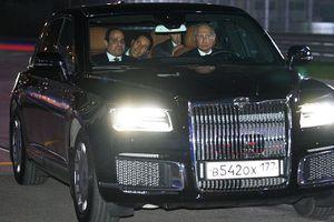 Ông Putin lái xe chở Tổng thống Ai Cập tham quan đường đua F1
