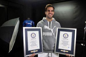 Fabregas ghi danh vào sách kỷ lục Guinness lần thứ 2 trong sự nghiệp