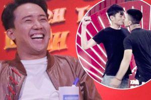 Hai chàng trai hôn nhau trên sân khấu khiến Trấn Thành sững người