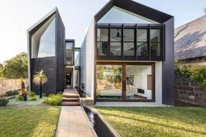 Thiết kế lạ: Cho mương nước chảy xuyên qua chia nhà thành 2 'mảnh'