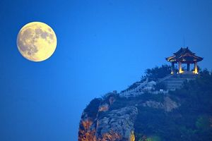 Trung Quốc phóng 'Mặt trăng nhân tạo' sáng gấp 8 lần 'chị Hằng'