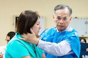 Bác sĩ 'phù thủy' chữa bệnh Parkinson