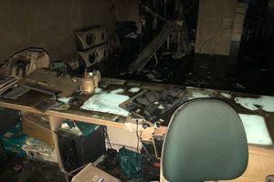 Cửa hàng điện thoại cháy lúc rạng sáng, thiệt hại hàng tỉ đồng