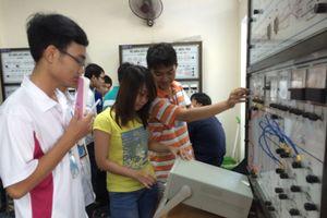 Trường ĐH Bách khoa TP.HCM: Sinh viên vào học từ 6 giờ sáng?