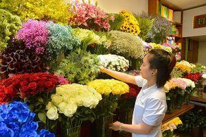Hoa 'lạ' nhập ngoại bán ngập phố Sài Gòn dịp 20/10