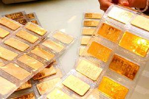Giá vàng thế giới giảm, trong nước tăng cao