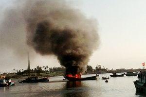 Nổ tàu cá ở Lý Sơn khiến 10 ngư dân thương vong
