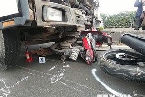 TP.HCM: Xe tải đâm liên tiếp vào nhiều xe máy làm 2 người chết