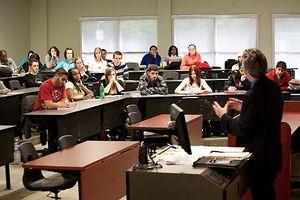 Học sinh châu Á vượt Mỹ về điểm chuẩn xét tuyển đại học