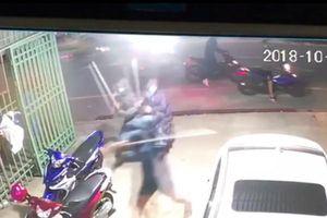 Hiện trường vụ 6 đối tượng cầm kiếm tự chế đập phá tài sản ở Nam Định