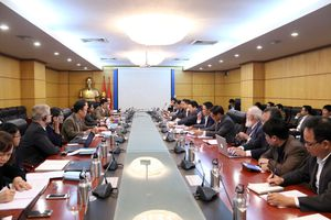 Bộ trưởng Trần Hồng Hà tiếp và làm việc với Giám đốc quốc gia WB tại Việt Nam