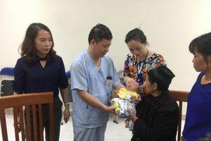 Vụ cháy trên phố Đê La Thành: Bé trai con nạn nhân chết cháy đã ra viện
