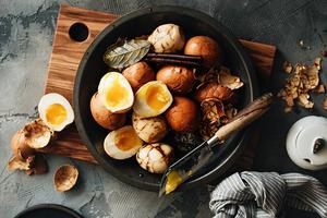 Người Hoa thường luộc trứng với gia vị quen thuộc này, vừa dễ làm mà lại rất lạ miệng
