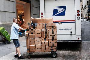 Không để Trung Quốc hưởng lợi, Mỹ tuyên bố rút khỏi Liên minh Bưu chính thế giới