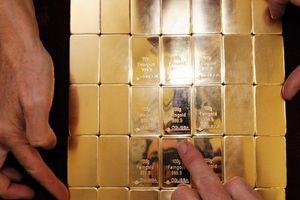 Giá vàng ngày 18/10: Vàng thế giới vẫn treo cao