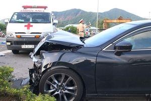 Hiểu thế nào về vụ xe con tông ngang xe cứu thương?