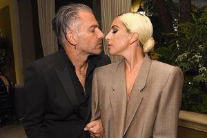 Lady Gaga tuyên bố đính hôn với bạn trai hơn 17 tuổi