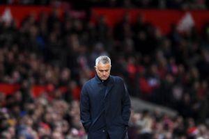 Rộ tin HLV Mourinho bị sa thải nếu MU để thua Chelsea