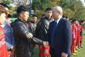 Đại sứ Việt Nam tại Hàn Quốc thăm và động viên ĐT Việt Nam tại Paju