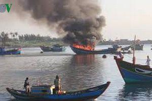Vụ nổ tàu cá ở Lý Sơn: 8 người qua nguy kịch, 1 người phải cưa chân