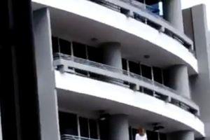 Mải chụp ảnh tự sướng, bà mẹ rơi từ ban công tầng 27
