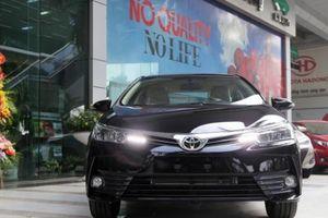 Cận cảnh Toyota Corolla Altis mới: Thêm nâng cấp, giá bán giảm