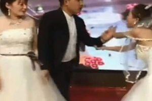 Cả hôn trường sốc khi bạn gái cũ chú rể mặc váy cưới lên cướp rể