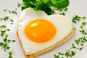 Món ngon mỗi ngày: Trứng ốp la hình hoa cho phái mạnh vào bếp trổ tài ngày 20/10