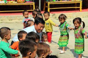 Thầy trông trẻ trên non cao: Người ở Háng Gàng