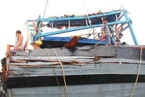 Vụ tàu lạ đâm va tàu cá Quảng Nam: 'Chúng tôi chỉ biết đứng như trời trồng'